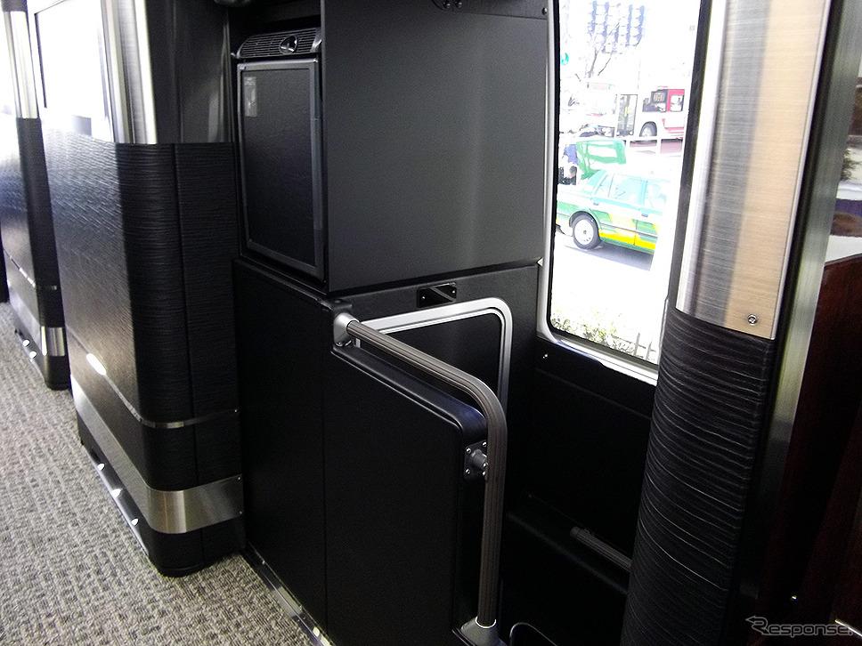 ドリームスリーバー東京大阪号のトイレ入口《撮影 大野雅人(Gazin Airlines)》