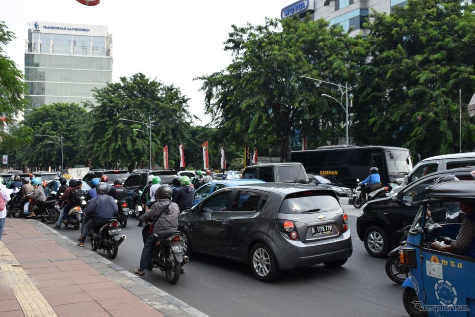 ジャカルタ市内《撮影 関 航介》