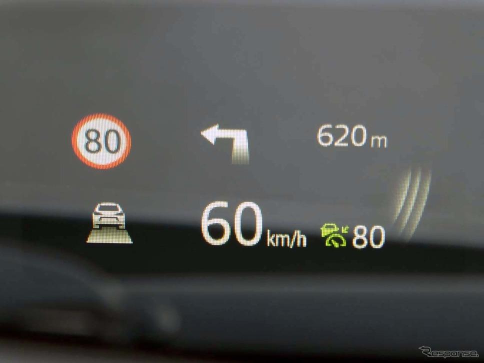 高速道路上での表示。右端では「BSM」が作動していることを示す