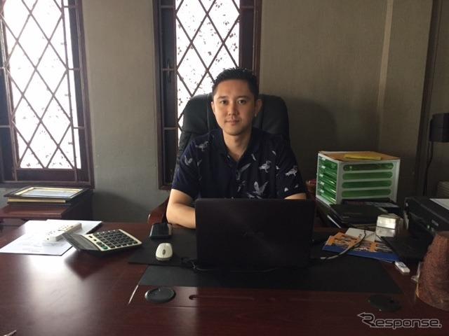 ラオスでレンタカー会社NAGAを運営する代表の濱田氏《撮影 川崎大輔》