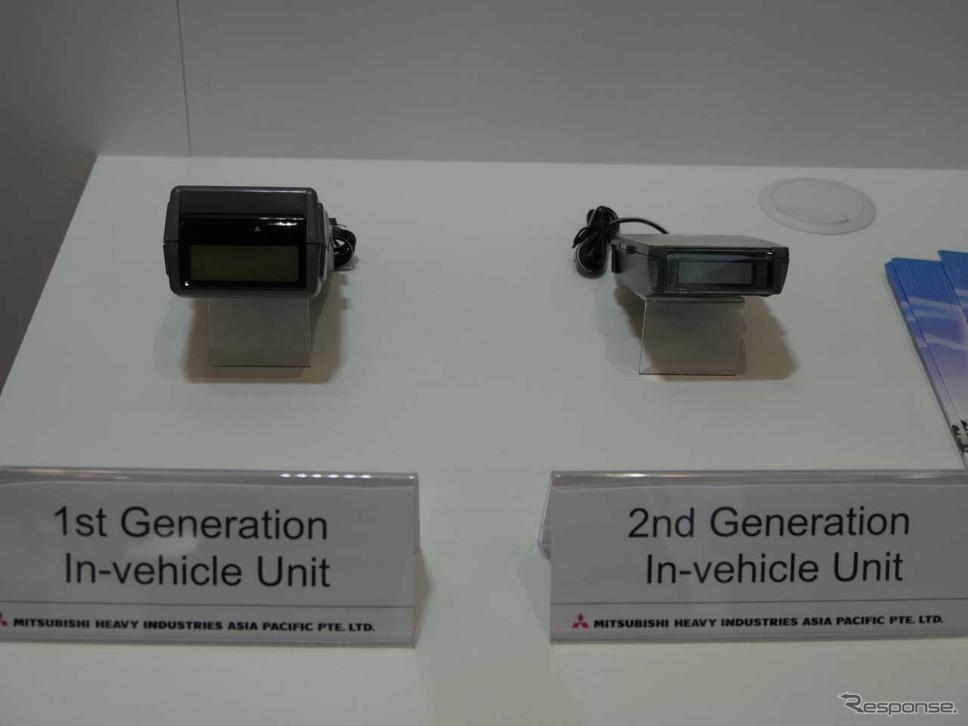 シンガポールで使われている現行のERP車載器。第一世代(左)と第二世代