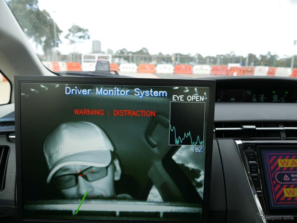 ドライバーが意識を失ったことを顔認識機能を使って検知する