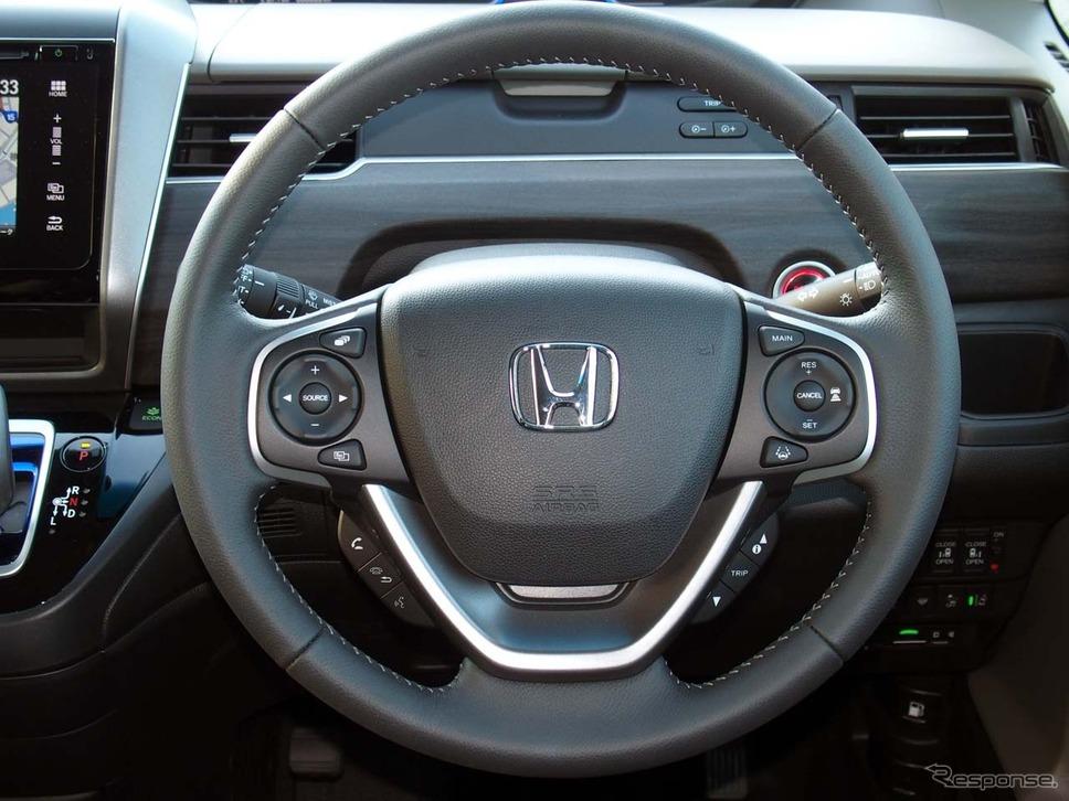 新型フリードHYBRID G・Honda SENSINGの運転席周り