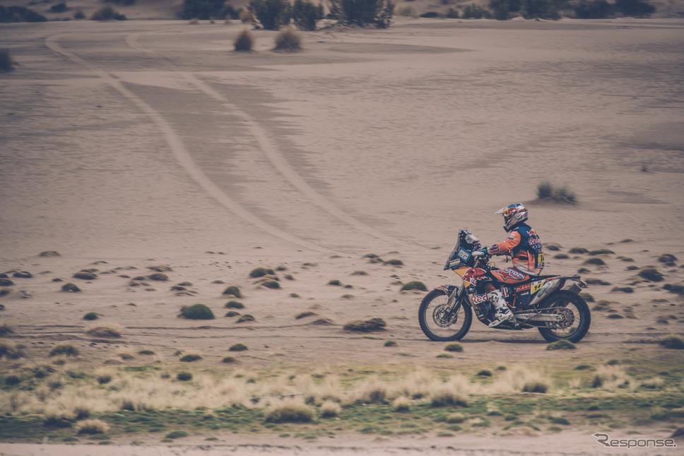 2輪総合首位の#14 S.サンダーランド(KTM)。〈写真:Red Bull〉