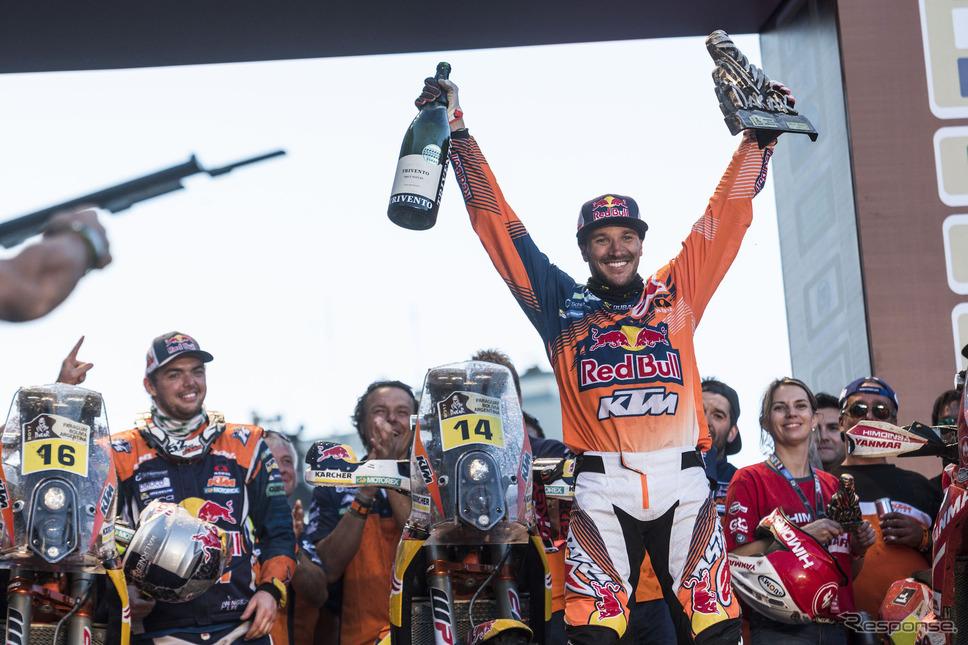 2輪の総合優勝は今年もKTM勢、#14 サンダーランドが初制覇。写真:Red Bull