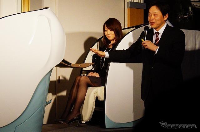 新シートを説明するウィラーエクスプレスの平山幸司社長。《撮影 石田真一》