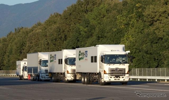トラック隊列走行の実証風景《画像 新エネルギー・産業技術総合機構/エネルギーITS推進事業 2012年度》