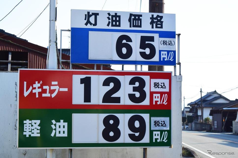 熊本北方、山鹿のスタンドでは、レギュラーと軽油の価格差が34円に達していた。《撮影 井元康一郎》