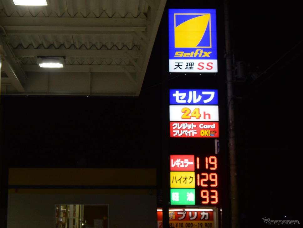 奈良・天理のとあるスタンド。軽油価格の表示は93円。《撮影 井元康一郎》