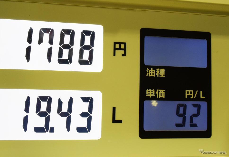 店頭表示に対して自動的に1円安い値段で給油。30リットル入れても30円の違いでしかないのだが、何となく気分はいい。《撮影 井元康一郎》