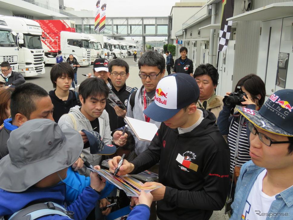 F1候補生でもあるガスリー、日本での人気は相当なもの。《撮影 遠藤俊幸》