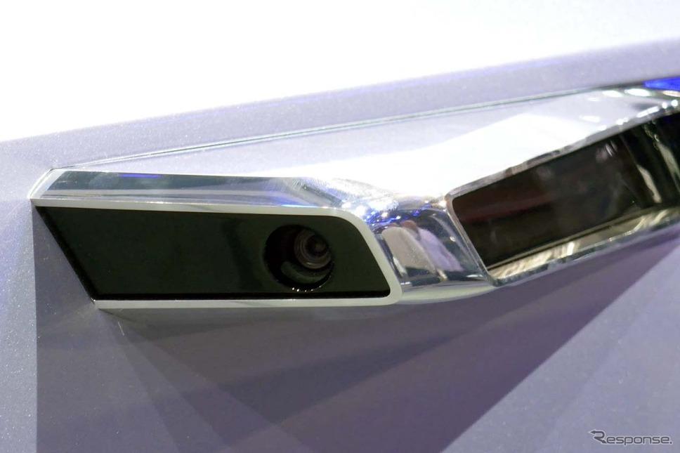 周囲には電子ミラー化に対応したカメラが装着される