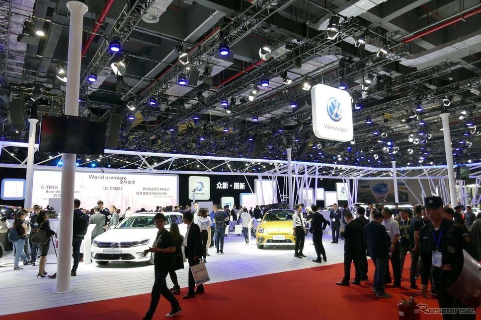 上海モーターショーのVWブースは、高いシェアを表すかのように広大なスペースで展開