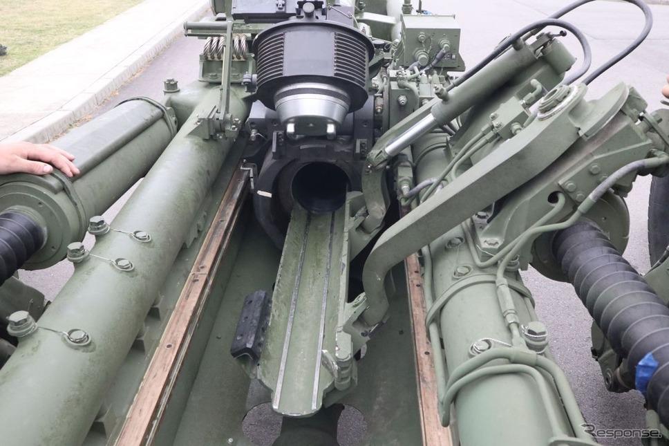 本当はここに砲弾がセットされており、砲身に押し込む《撮影 中尾真二》