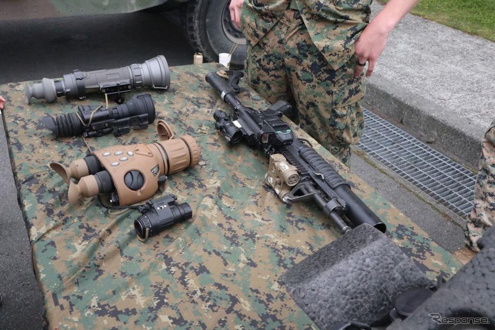米海兵隊の装備。自動小銃には擲弾筒ランチャーがついている《撮影 中尾真二》