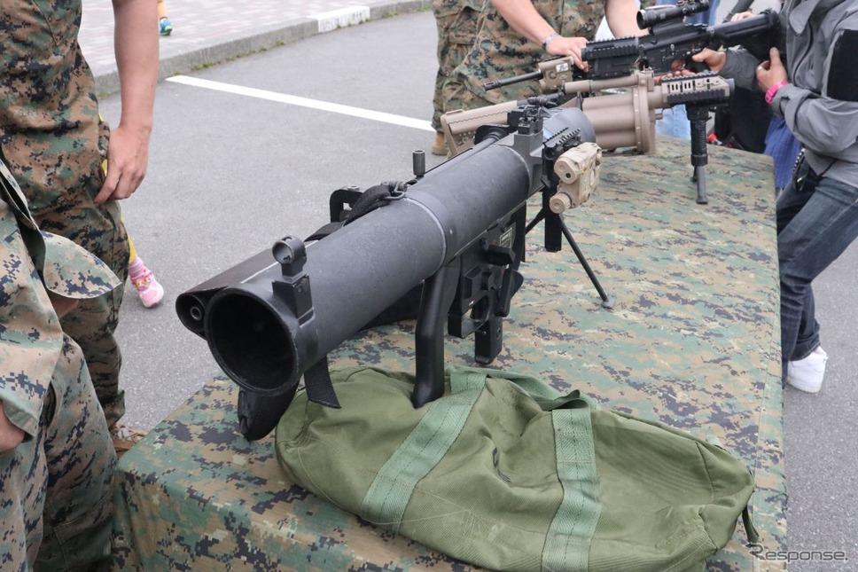 米海兵隊のロケットランチャー。右側に曳光弾用の銃身もついているが、レーザー照準もついている《撮影 中尾真二》
