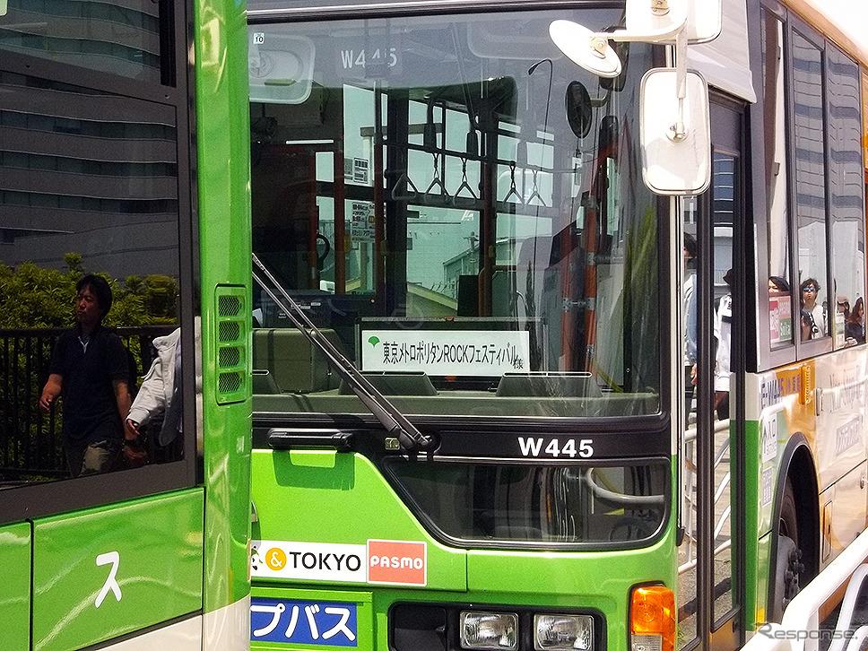 METROCK 2017 東京会場の若洲公園と新木場駅を結ぶアクセスバスたち《撮影 大野雅人(Gazin Airlines)》