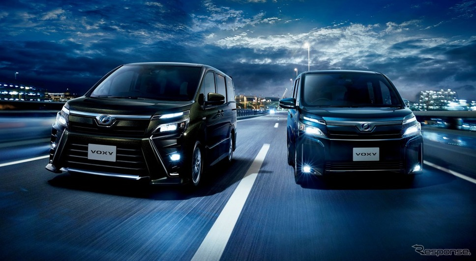 トヨタ ヴォクシー ZS(ハイブリッド車・左)/V(ハイブリッド車)
