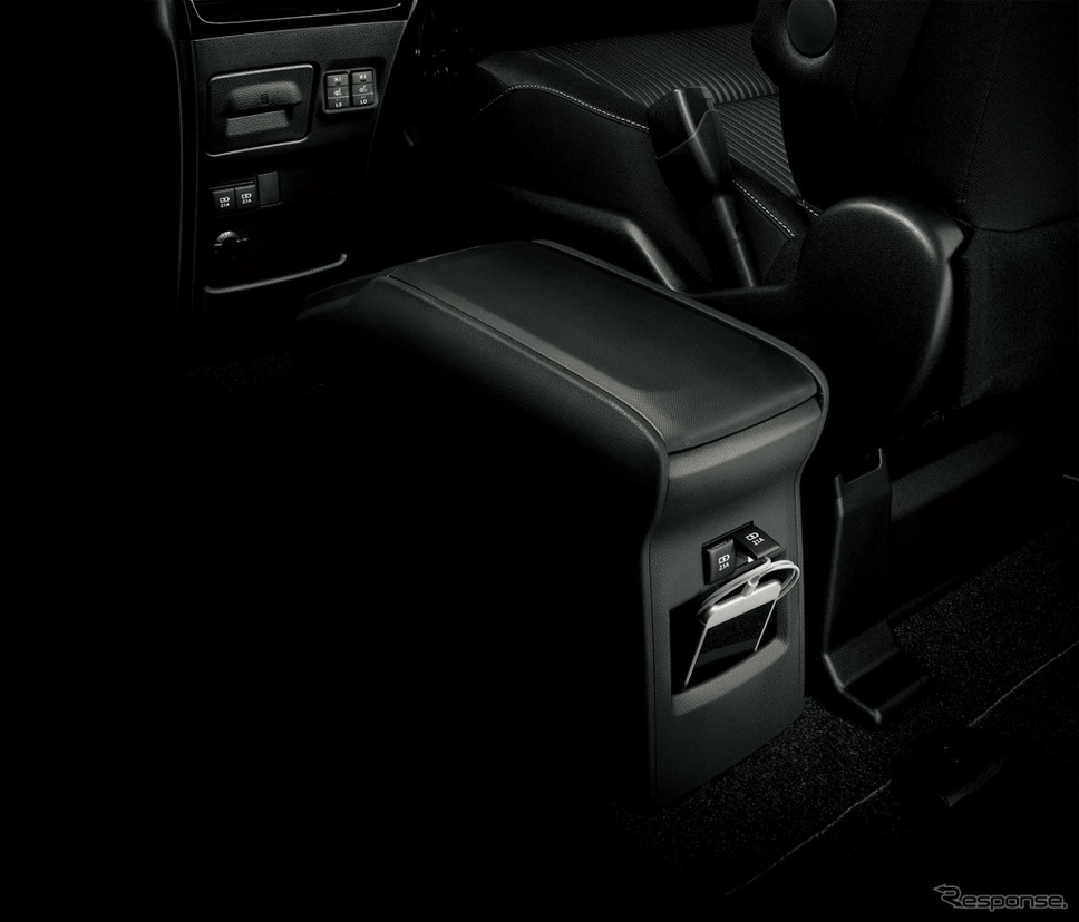 トヨタ ヴォクシー 独立型センターコンソールボックス+充電用USB端子2個