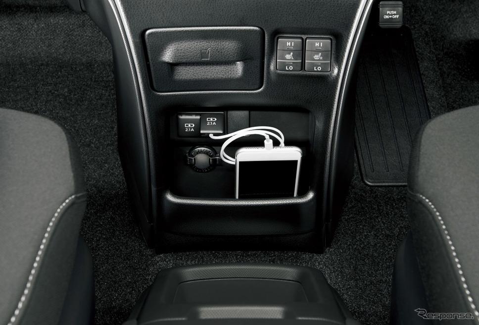 トヨタ ヴォクシー アクセサリーソケット (DC12V・120W)+USB端子2個
