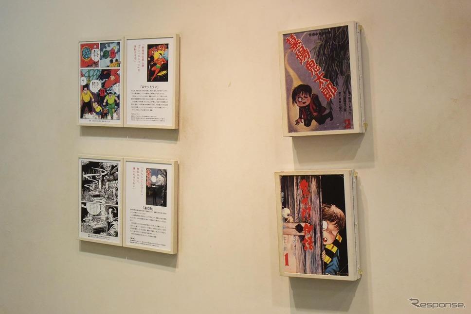 壁には作品の抜粋が展示されていた。《撮影 井元康一郎》