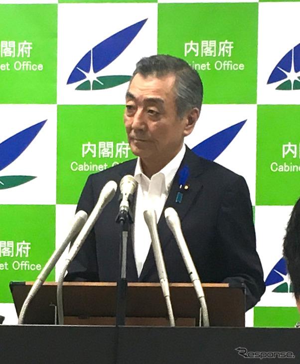 松本純国家公安委員長(14日・霞が関)《撮影 中島みなみ》