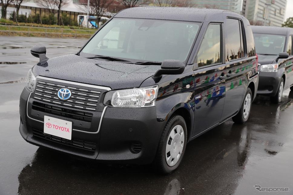 次世代タクシーを展示(トヨタ)《撮影 愛甲武司》