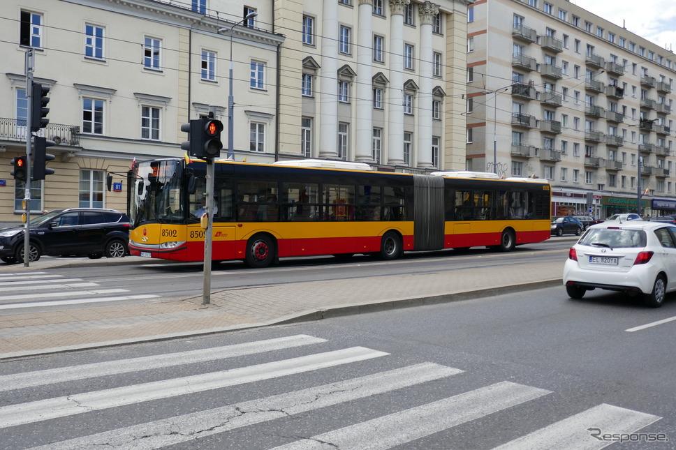 バス(ワルシャワ)《撮影 関 航介》