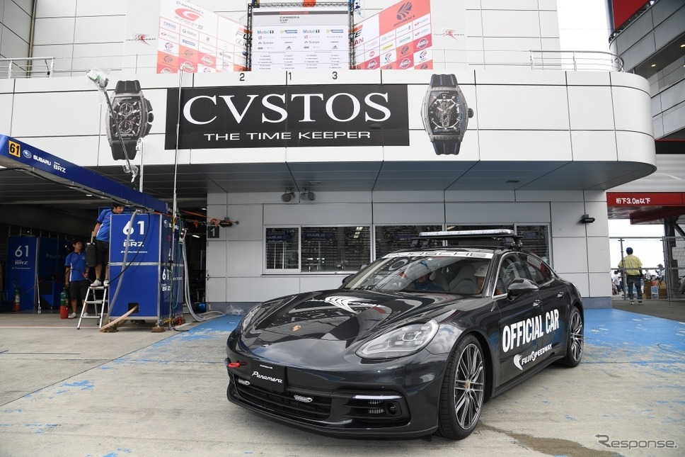 富士スピードウェイのオフィシャルカーに導入されたポルシェ新型パラメーラ 4S