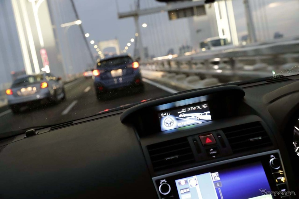 車内ではアドバイザーによる「アイサイト・ツーリングアシスト」の解説も行われる