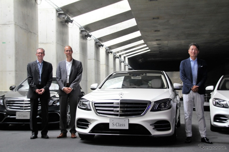 右からメルセデス・ベンツ日本代表取締役社長兼CEOの上野金太郎氏、ダイムラー社Sクラス開発担当のドミニク・フォーフト氏、ダイムラー社Mercedes me connect 開発担当のアンドレアス・ハフナー氏《撮影 内田俊一》
