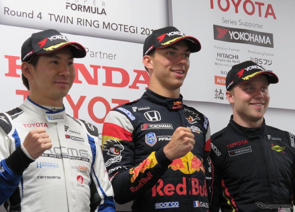 左から決勝2位の可夢偉、優勝ガスリー、3位ローゼンクヴィスト。《撮影 遠藤俊幸》