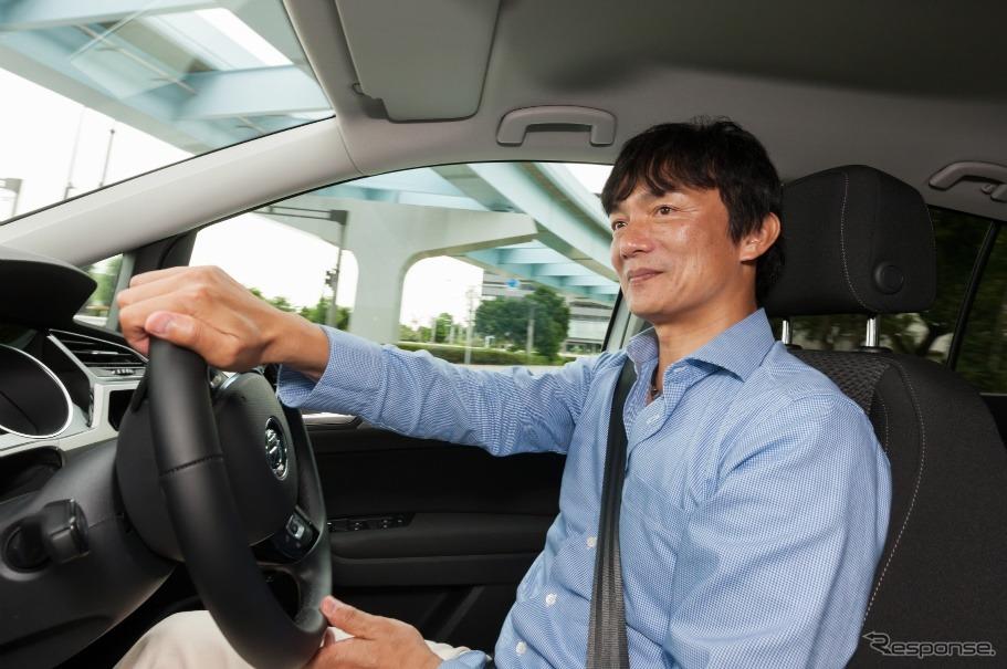 日産 セレナを運転する岡本幸一郎氏