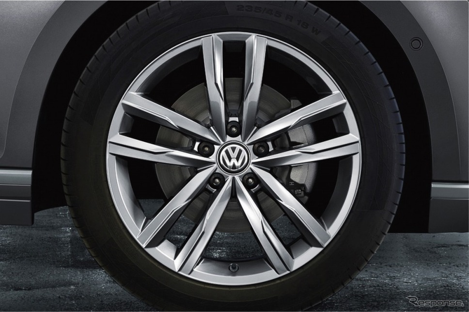 VW パサート ヴァリアント TSI エレガンスライン テックエディション18インチアルミホイール(シルバー)