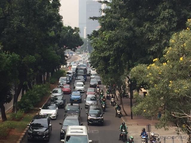 ジャカルタの交通渋滞《撮影 川崎大輔》