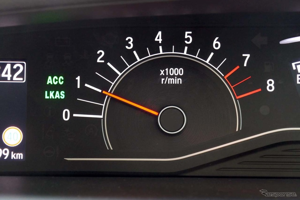「ACC」と、車線維持支援システム「LKAS」がONにするとこのアイコンが表示される《撮影 会田肇》