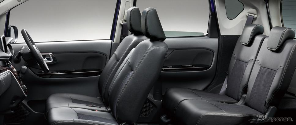 リヤシートのラゲージ側には、リヤシートの使い勝手を向上させるスライドレバーを装備した