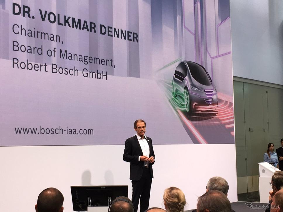 ボッシュのプレスカンファレンスに登壇したフォルクマル・デナー会長(フランクフルトモーターショー2017)