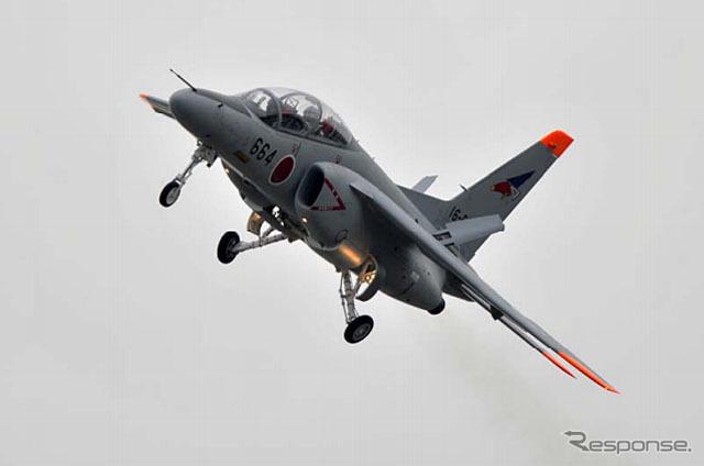 中等練習機 T-4