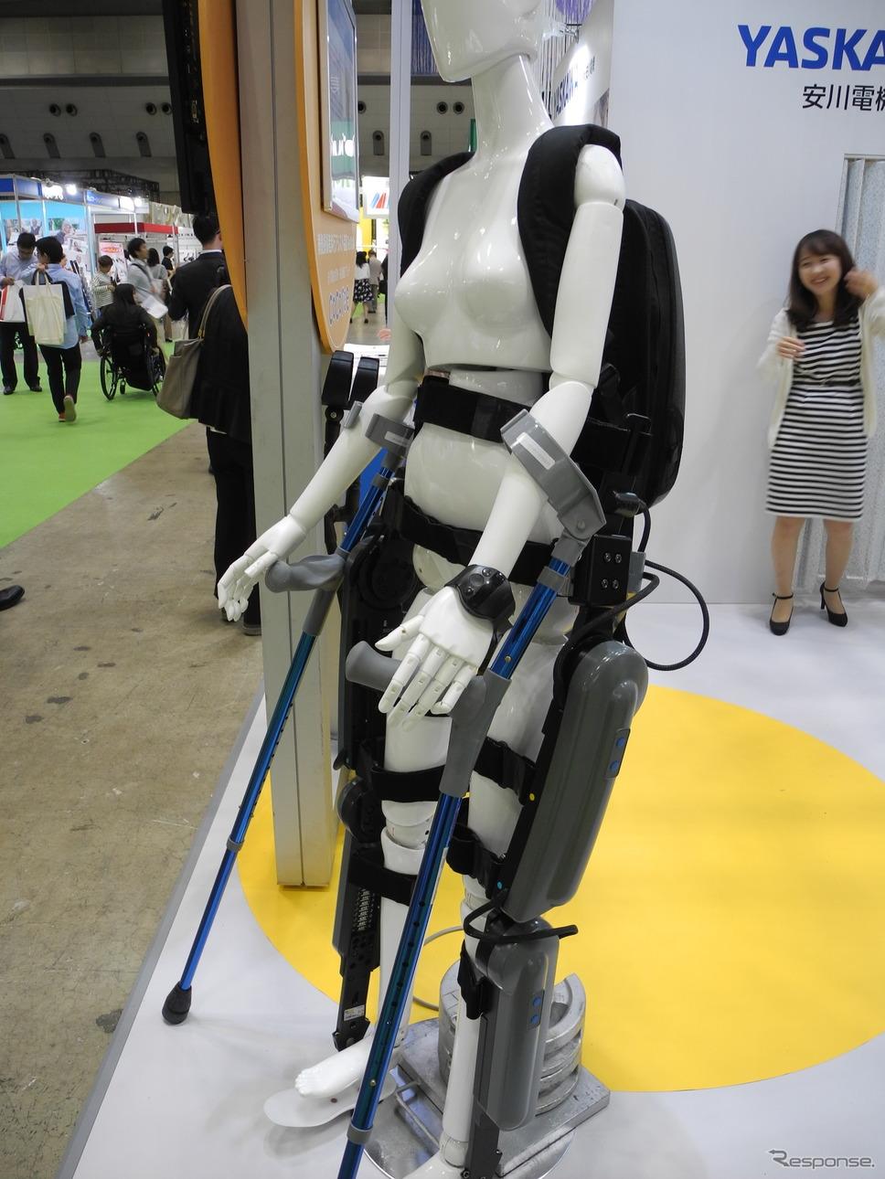 脊髄損傷者用歩行アシスト装置「ReWalk」(福祉機器展2017)《撮影 山田清志》