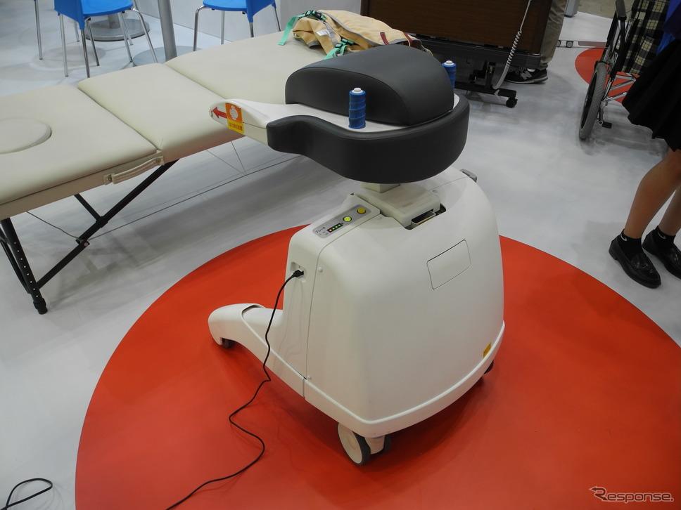 参考出品の屋内移動アシスト装置(福祉機器展2017)《撮影 山田清志》