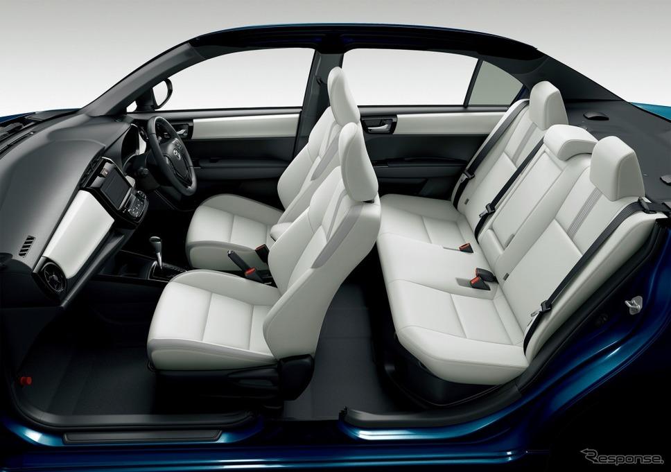 トヨタ カローラアクシオ ハイブリッドG W×B(内装色:ブラック/シート色:ホワイト)