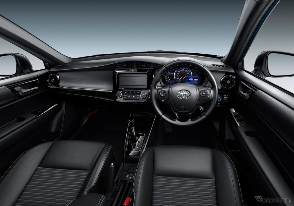 トヨタ カローラフィールダー ハイブリッドG W×B(内装色:ブラック)