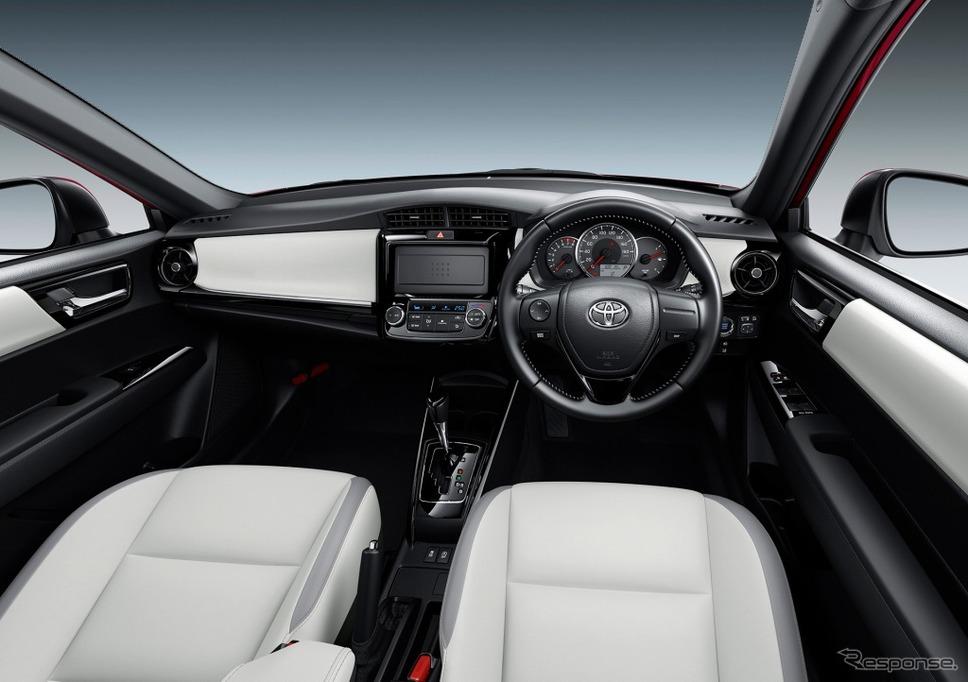 トヨタ カローラフィールダー 1.5G W×B(内装色:ブラック/シート色:ホワイト)