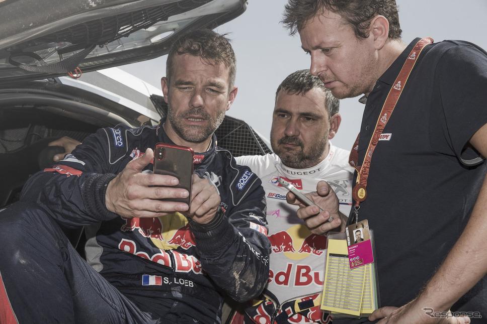 ローブ(左)はダカール初制覇ならず。《写真提供 Red Bull》