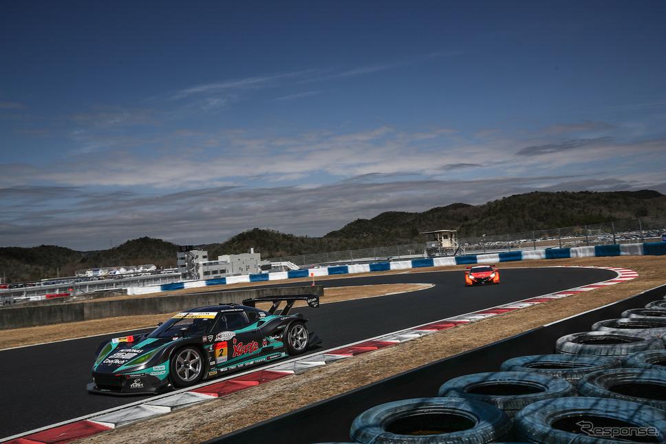 GT300クラス2日目総合トップタイムの#2 ロータスEVORA MC。《撮影 益田和久》