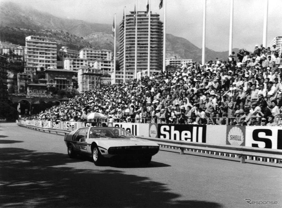 1967年の F1モナコGPでデモ走行するマルツァル。