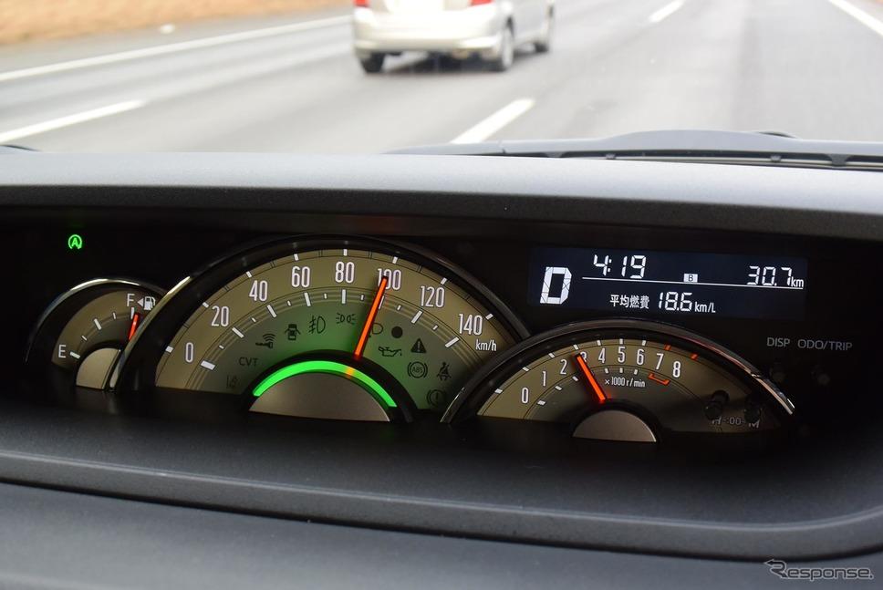 100km/hクルーズ時のエンジン回転数は2800rpmくらい。《撮影 井元康一郎》