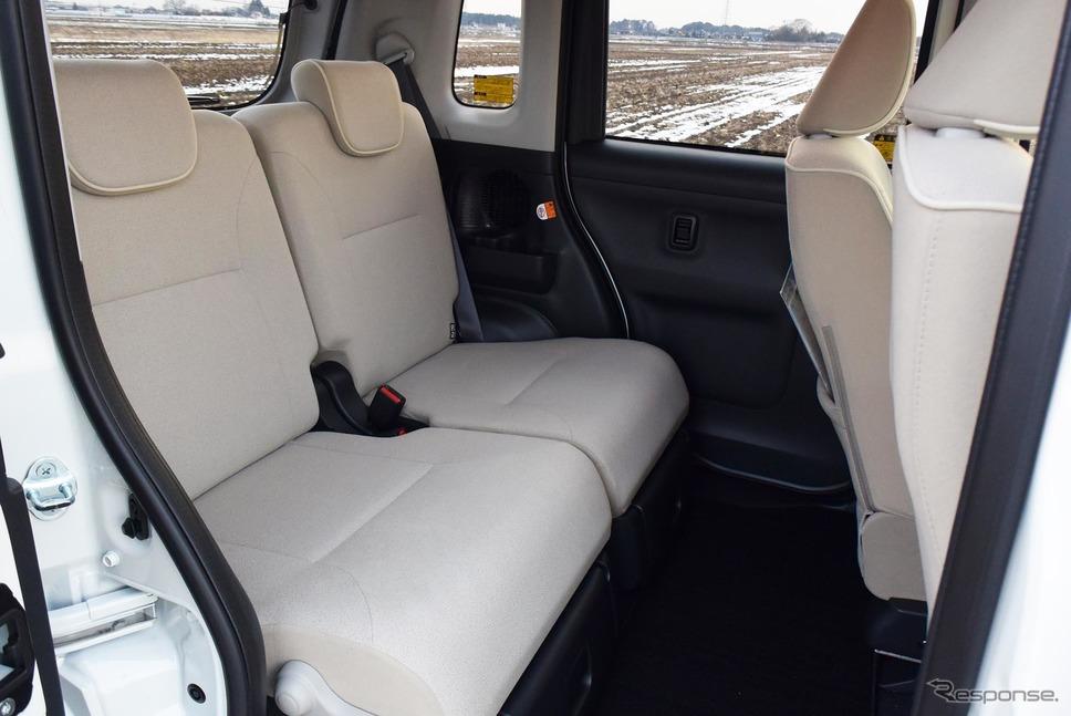 スーパーハイトワゴンより狭いとはいえ、後席はだだっ広いと言えるレベル。《撮影 井元康一郎》