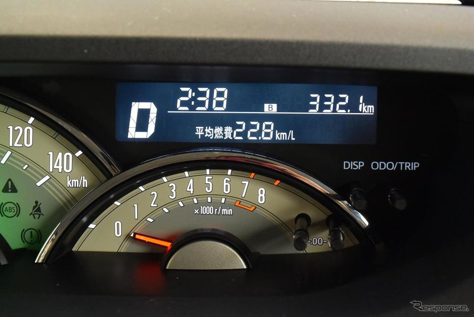 実燃費は22.6km/リットルと良好。燃費計の信頼度も高いほうだった。《撮影 井元康一郎》